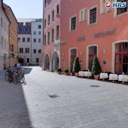 Roter_Hahn-Regensburg-Aussenansicht